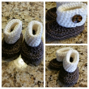 Rolled-cuff baby bootie using the wrong-side.